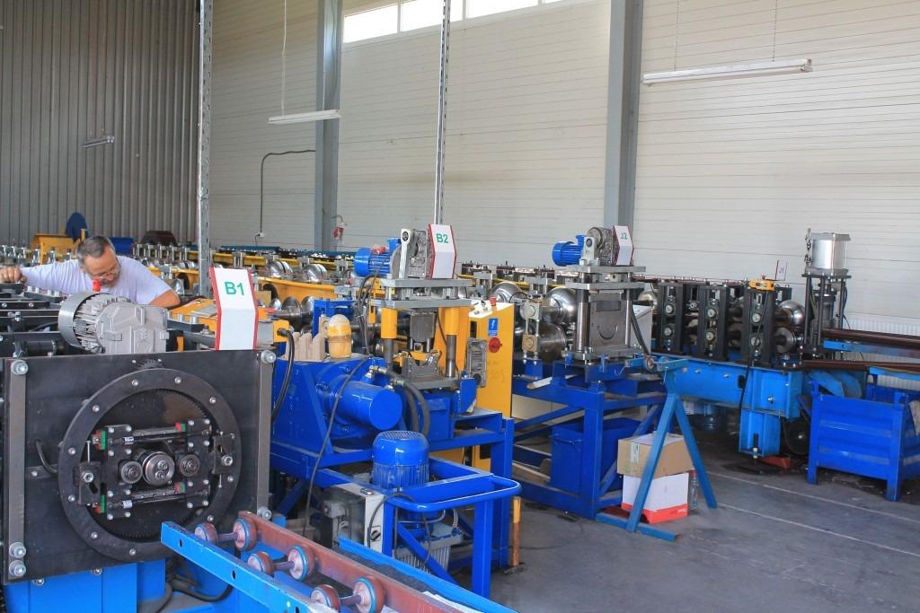 Foto muncitor în fabrică.