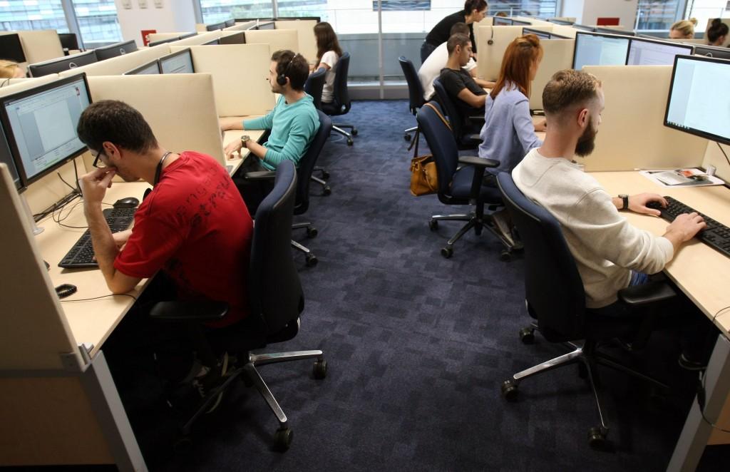 Foto birouri angajaţi Webhelp