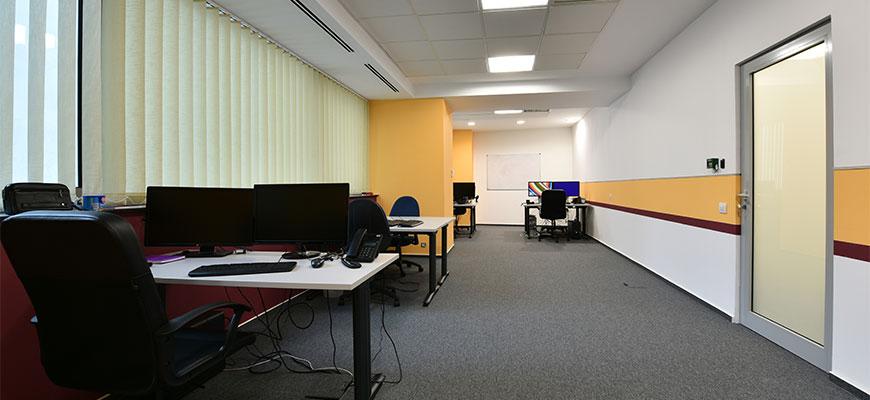 Unul dintre birourile Flash Hub.