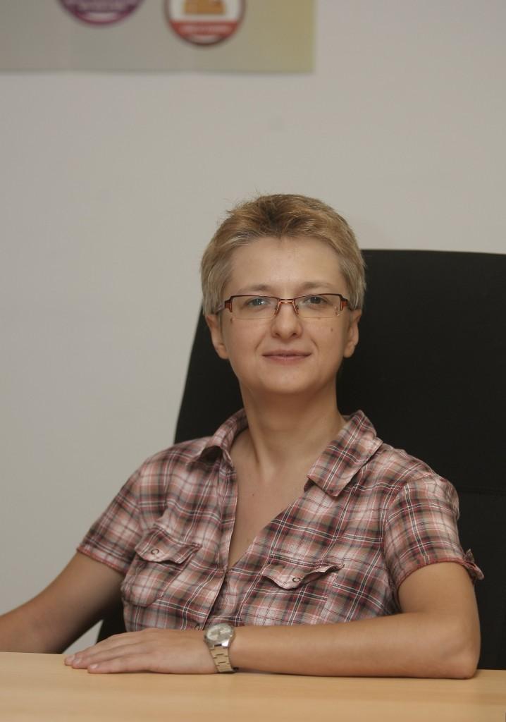 Foto portret Adriana Bărbuţă