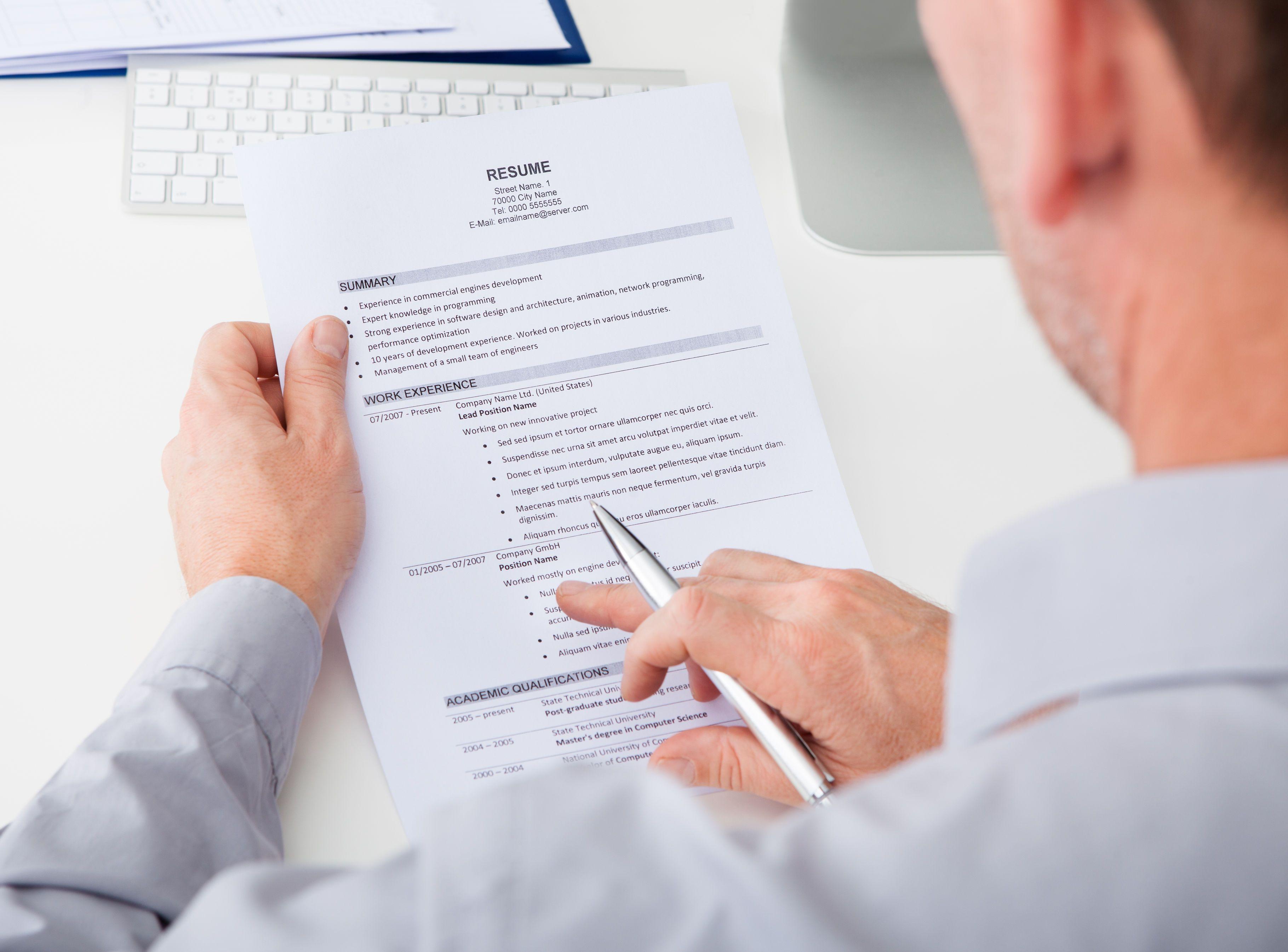 Poza și e-mailul: detaliile din CV care diferențiază ...