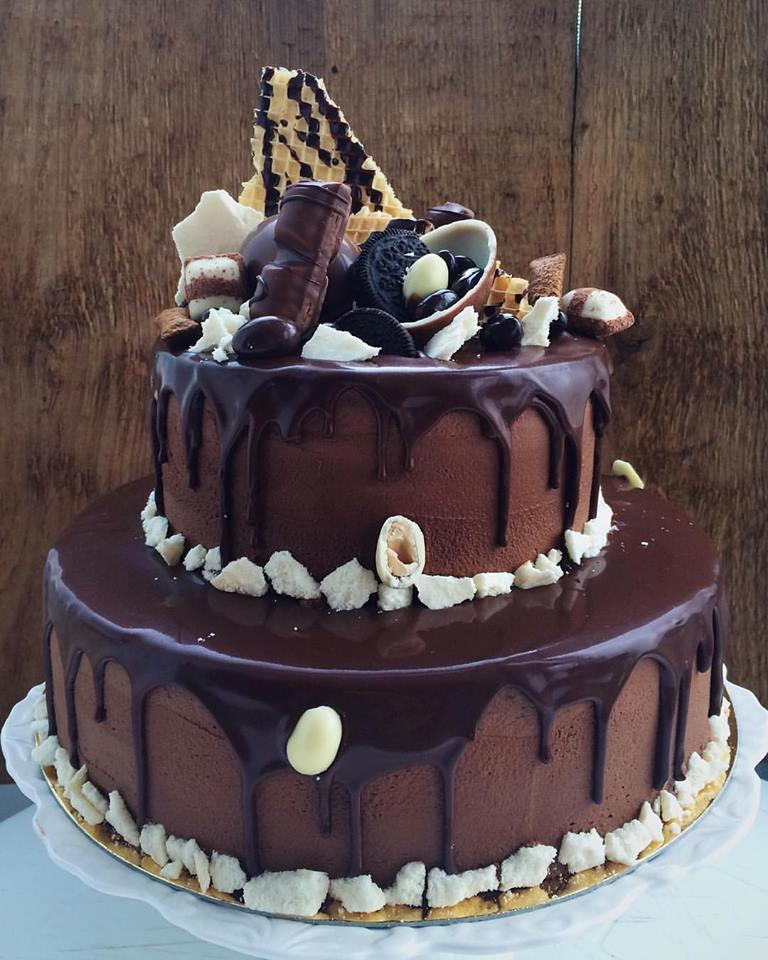 """Când clientul vrea """"doar ciocolată, nu fructe, frișcă sau alte alea, ci doar ciocolată"""", e o singură cale de a-l face fericit"""