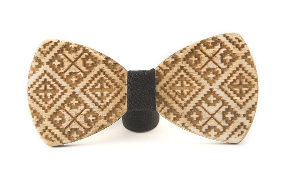 Papionul din lemn, cu motive tradiționale, cel mai nou produs din gama Zestre
