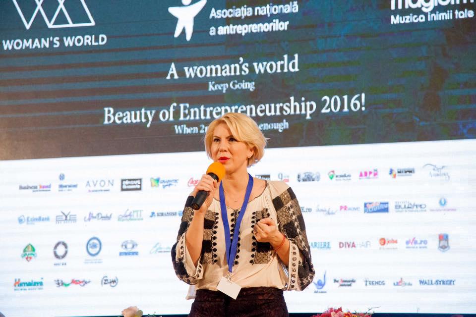 """Cristina Chiriac s-a aflat la cârma evenimentului și a """"molipsit"""" atât publicul, cât și speakerii, cu entuziasmul său."""