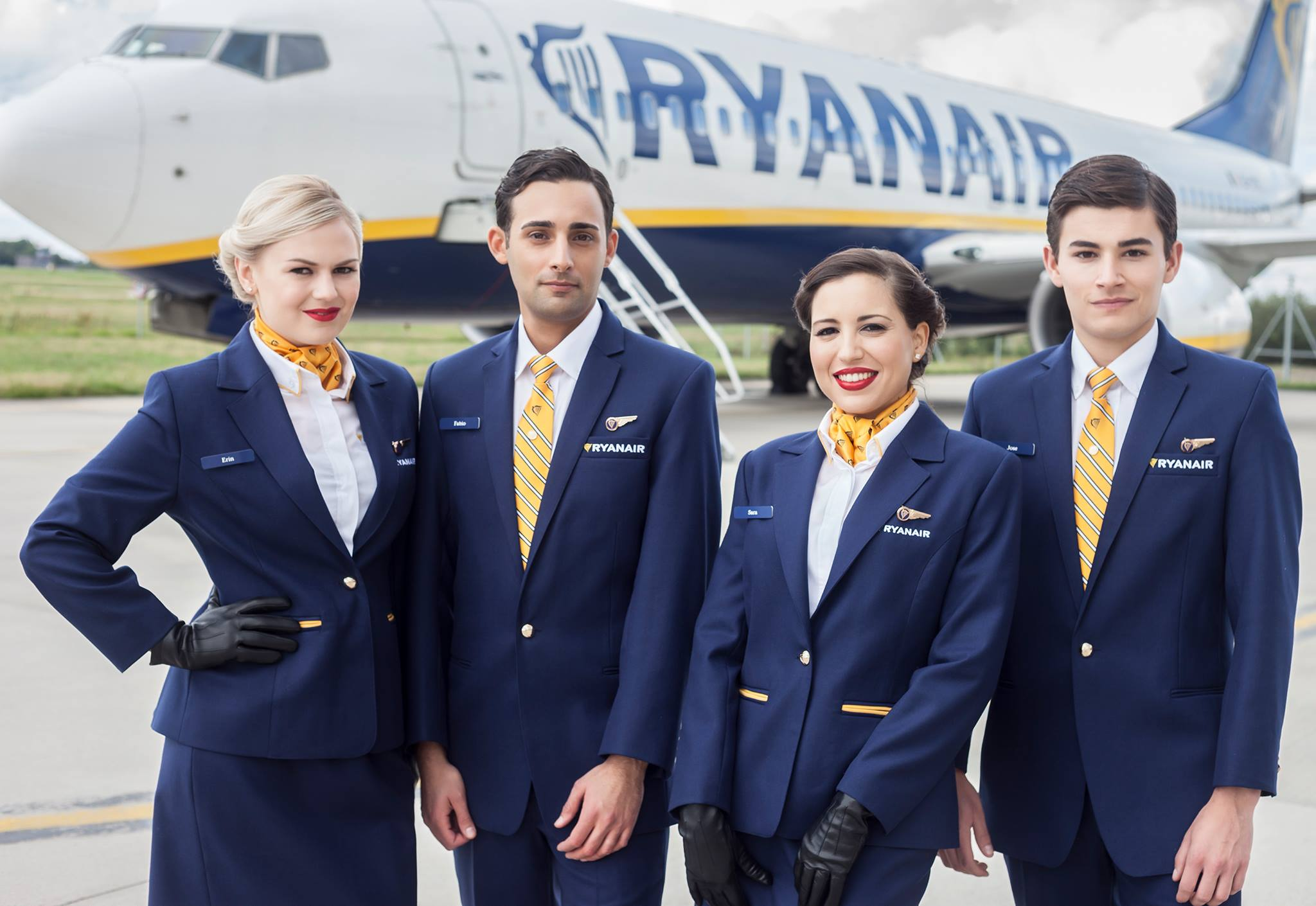 Ryanair vrea să angajeze 2.500 de însoțitori de zbor și recrutează în România