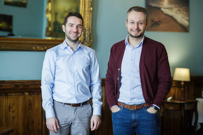 Andrei Crețu și Iulian Cîrciumaru, fondatorii Benefit Seven