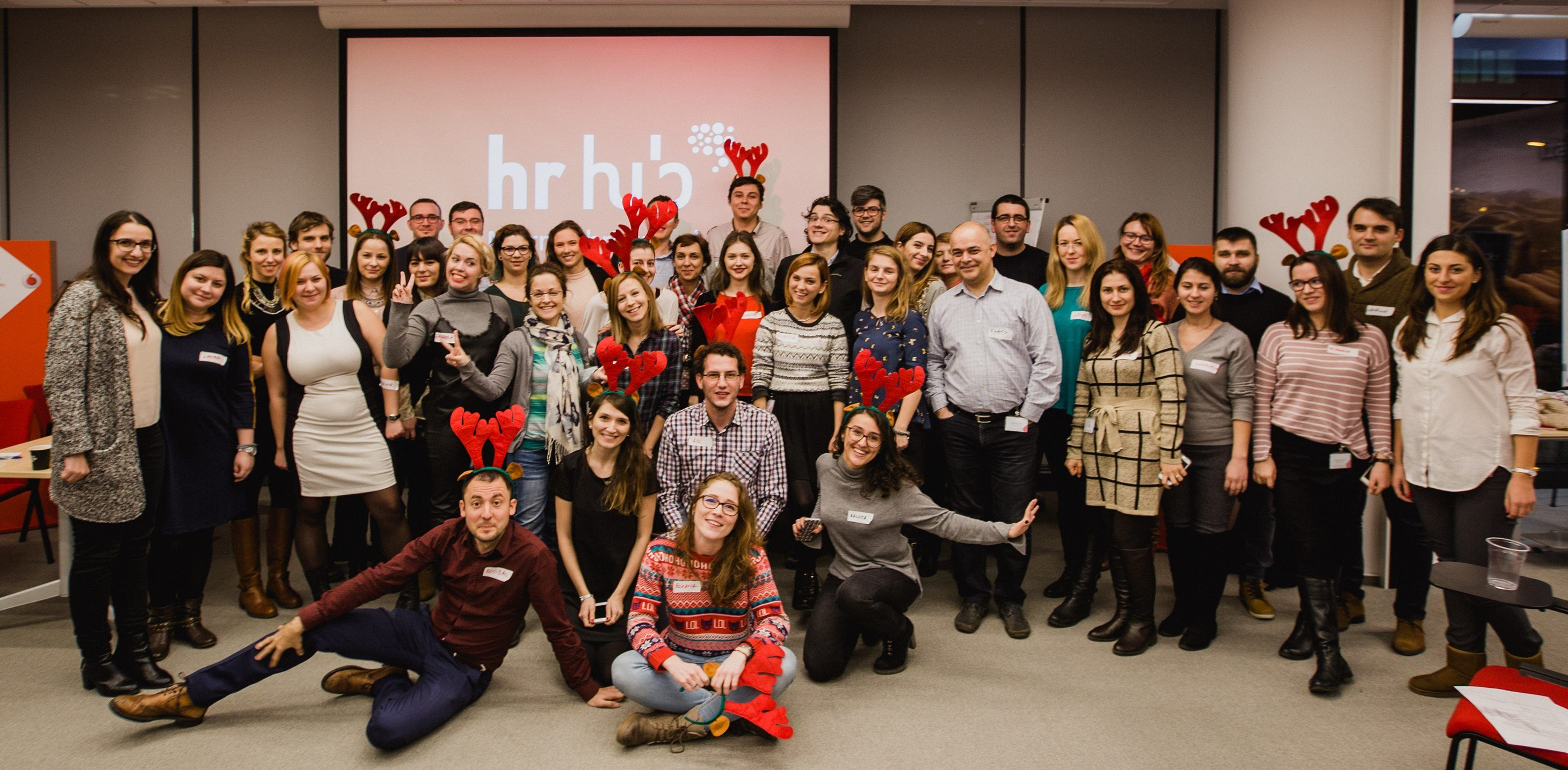 Poza cu o parte dintre componentii echipei HR Hub