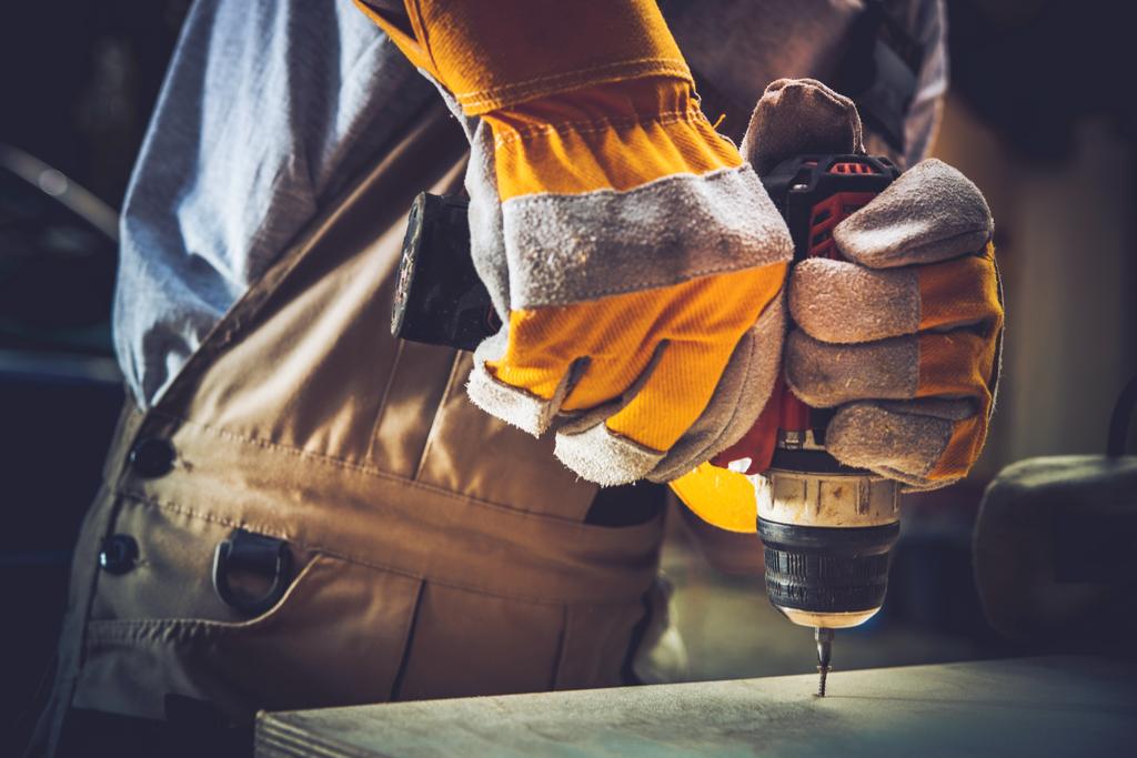 Locuri de muncă muncitori calificați necalificați bormașină construcții