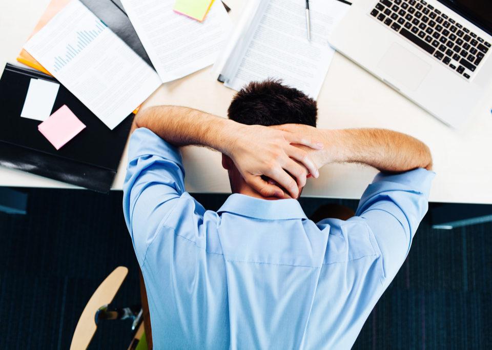 stresat obosit nefericit la job