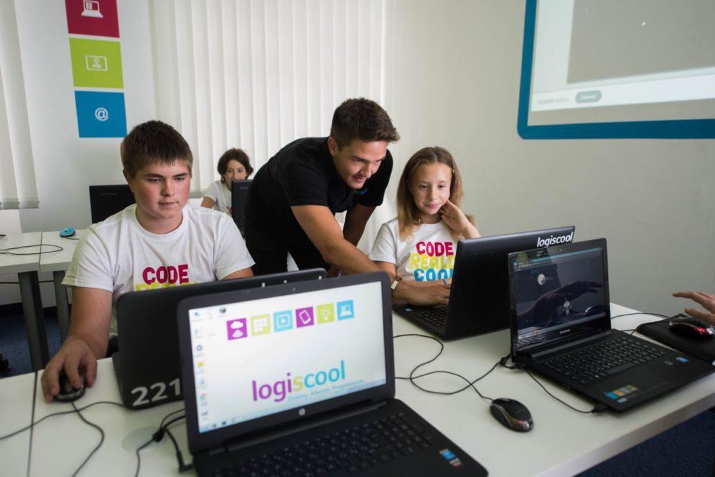 primul job programare logiscool